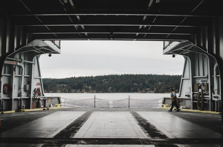 ferry, island life, pacific northwest, ocean view, sea view, san juan island @livingless.wordpress.com