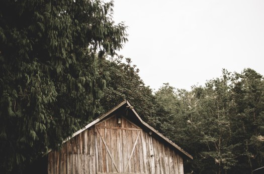 old wooden barn, faded wooden barn @livingless.wordpress.com